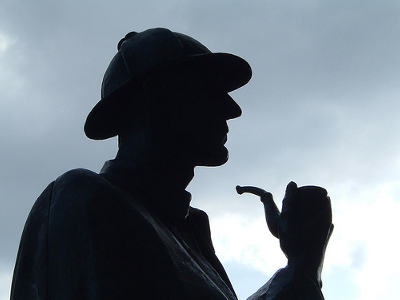 Sherlock Holmes statue with deerstalker cap